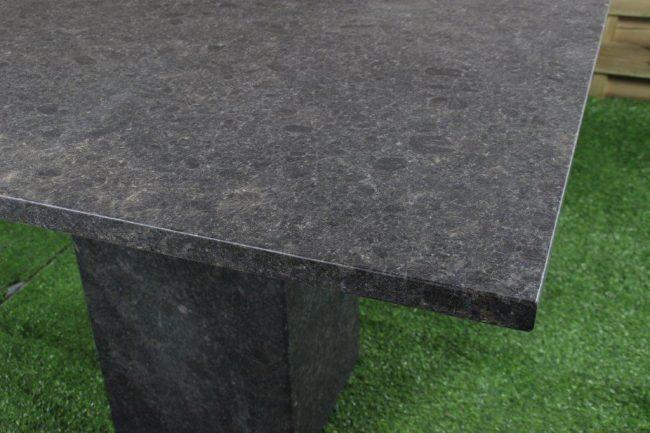 tuintafel-tuintafels-tuinmeubelen-tuinmeubels-tuinset-buitentafel-graniet-granietentafel-graniettafel-blad-