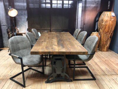 Turn tafel met industriele stoelen wiegers xl asten