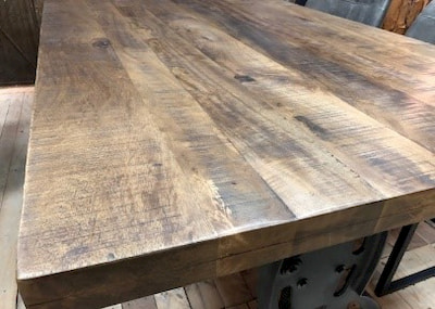 close-up mangohouten tafel
